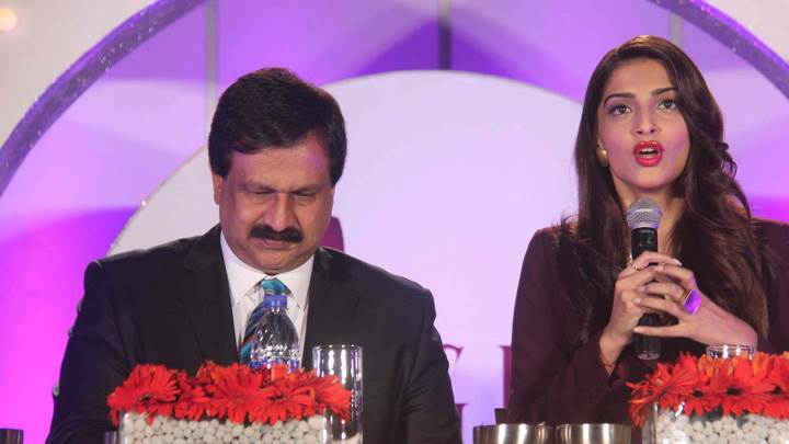 Sonam Kapoor Speaking On Stage At Gjepc Event