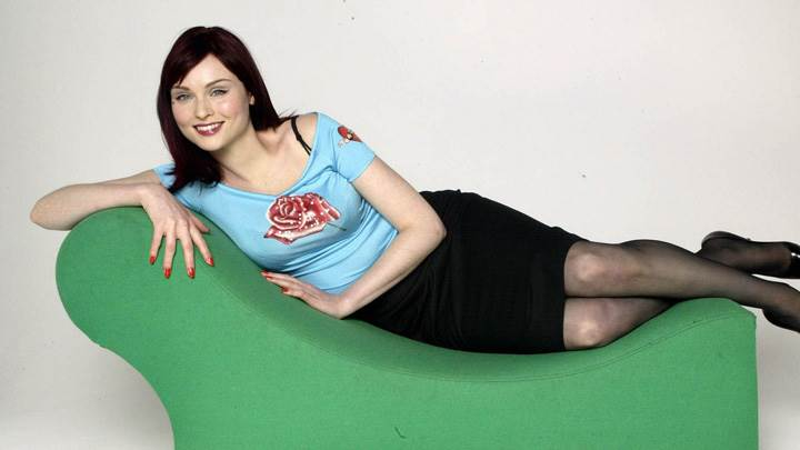 Sophie Ellis-Bextor Smiling Laying Pose On Green Resting Sofa
