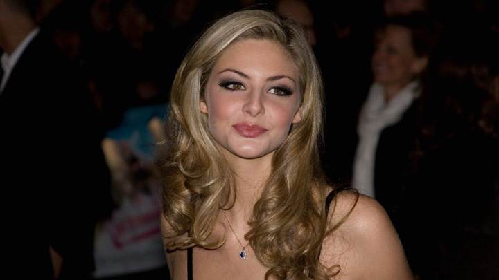 Tamsin Egerton Cute Smiling Face Photshoot