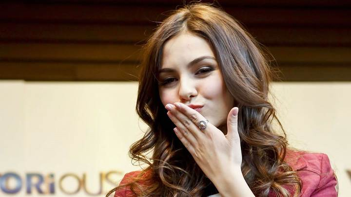 Victoria Justice Kissing On Hand Photoshoot