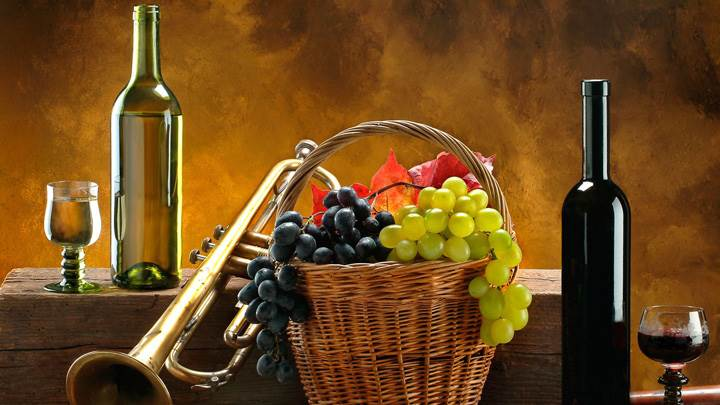 Wine Bottle N Grapes Basket
