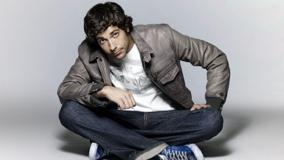 Zachary Levi Smart Looking N Sitting On Floor Photoshoot