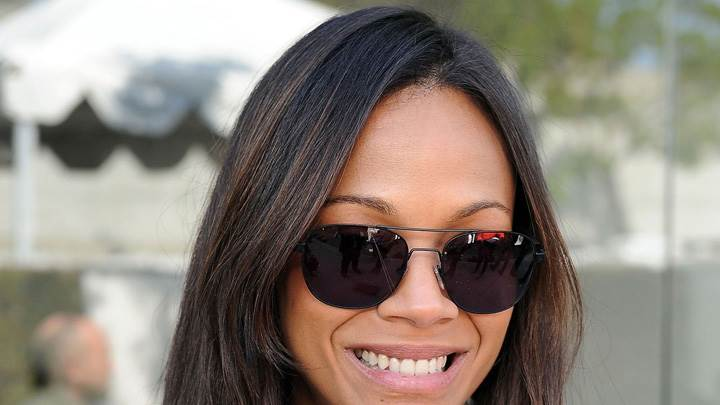 Zoe Saldana Smiling N Wearing Black Goggles In Los Angeles