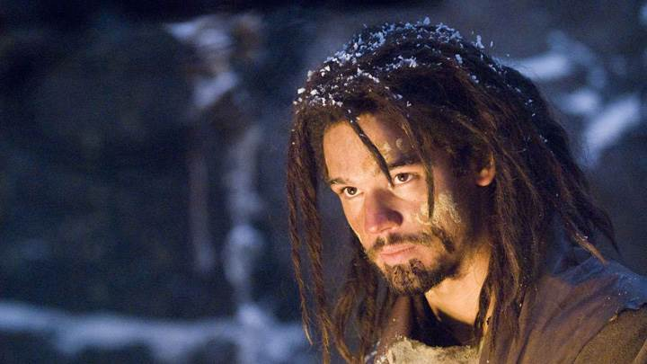 10,000 BC – Steven Strait Looking On Light