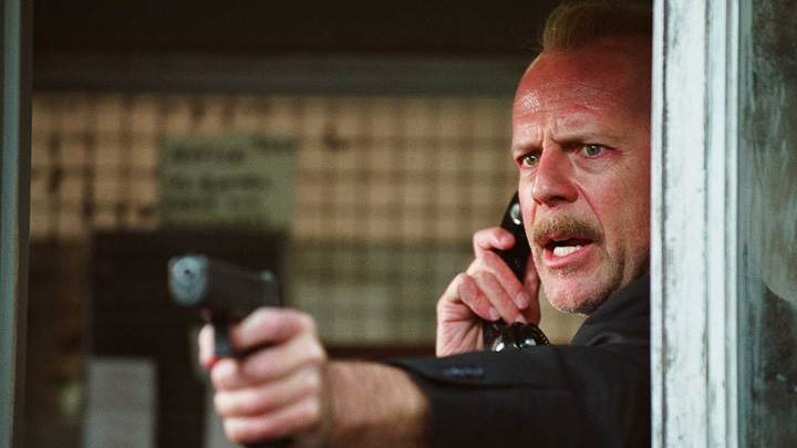16 Blocks – Bruce Willis Gun In Hand
