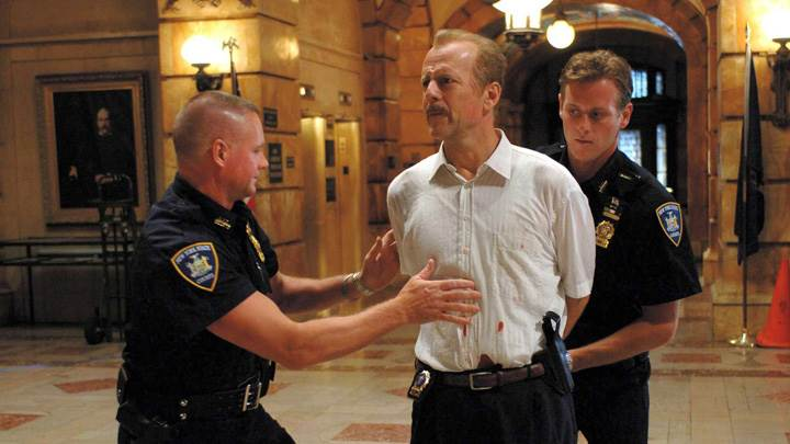 16 Blocks – Bruce Willis In White Shirt