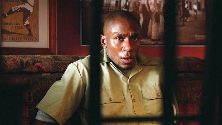 16 Blocks – Mos Def Sitting On Sofa