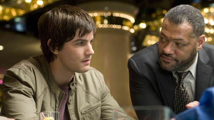 21 – Laurence Fishburne and Jim Sturgess Sitting
