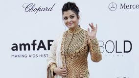 Aishwarya Rai Attends Amfar Cinema Against Aids Benefit Saying Hi