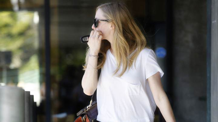Amanda Seyfried Looking Back In White Top N Blue Jeans