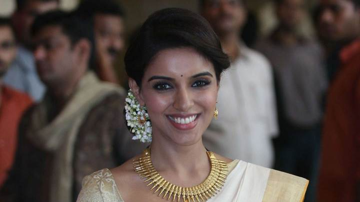 Asin Smiling At Genelia D'Souza And Ritesh Deshmukh Wedding Ceremony