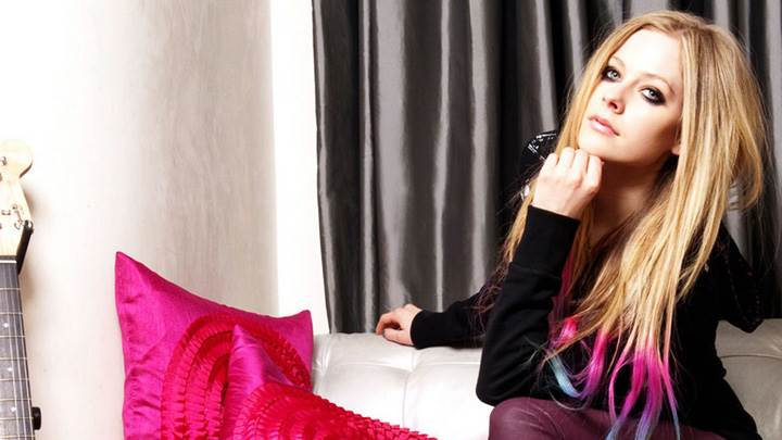 Avril lavigne wallpapers photos images in hd avril lavigne sitting pose at abbey dawn 2012 voltagebd Gallery