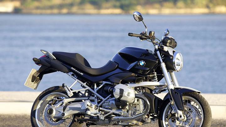 BMW R 1200 R CLASSIC Near River Side In Black