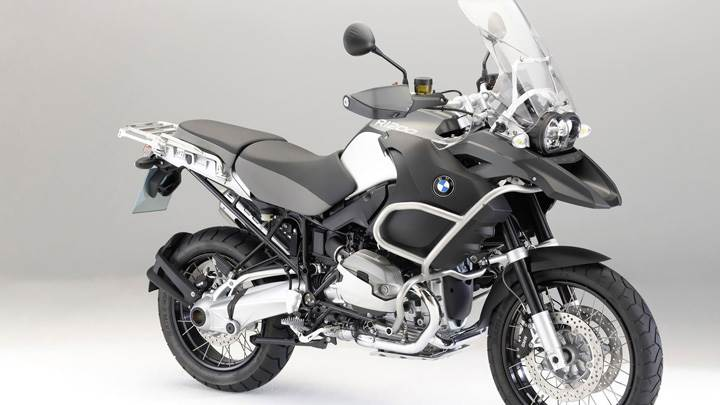 BMW R1200 Side Front Pose In Grey