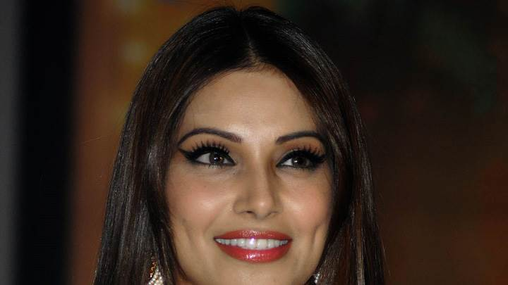 Bipasha Basu Jodi Breakers Music Launch Smiling In Red Lips