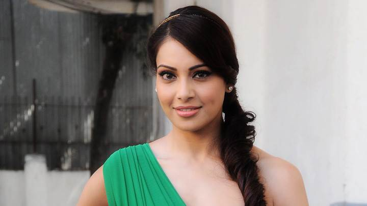 Bipasha Basu Promotes Jodi Breakers In Green Top