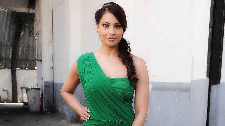 Bipasha Basu Promotes Jodi Breakers Outside In Green Dress