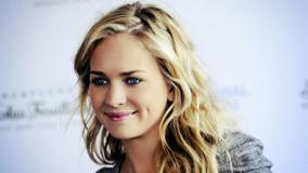 Britt Robertson Pink Lips N Golden Hairs Face Closeup