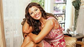 Cute Smile Of Ali Landry In Pink Dress