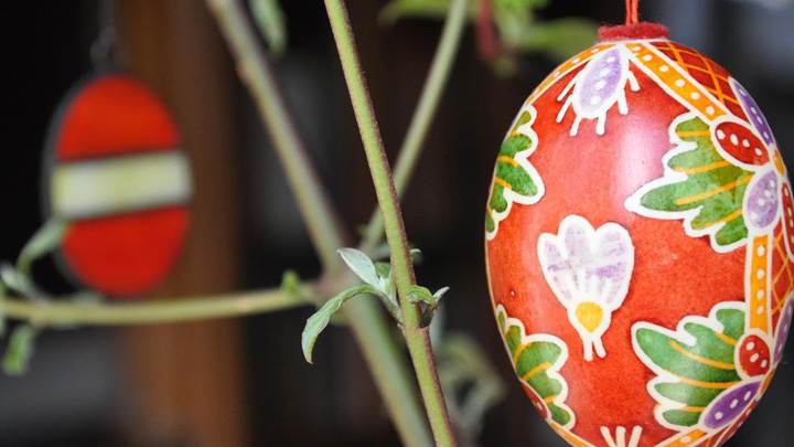 Designing With Paint On Hanging Egg