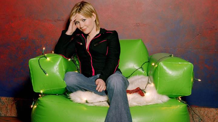 Dido Armstrong Smiling In Black Jacket N Blue Jeans Photoshoot