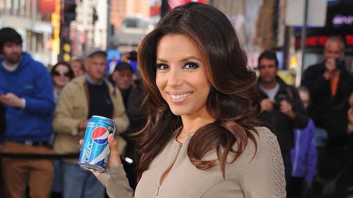 Eva Longoria Showing Pepsi Cane At Pepsi Event