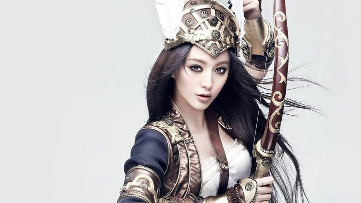 Fan Bingbing Bow And Arrow In Hand