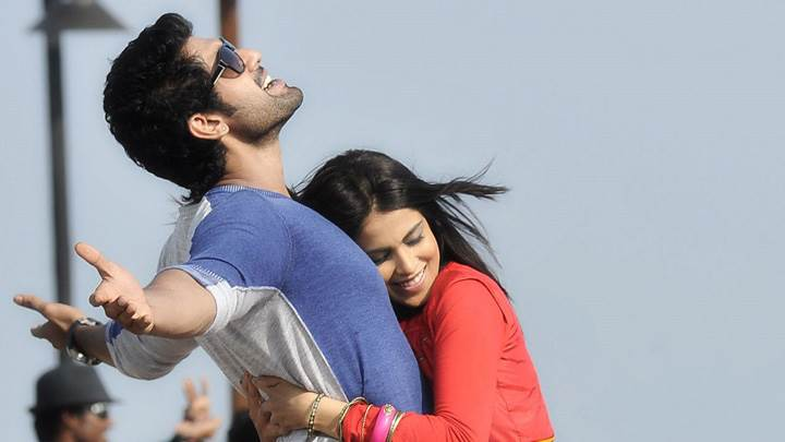 Genelia D'Souza And Rana Daggubati Hugging In Naa Ishtam