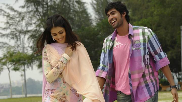 Genelia D'Souza And Rana Daggubati Laughing On Road In Naa Ishtam