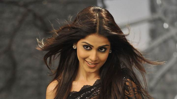 Genelia D'Souza In Black Saree In Naa Ishtam