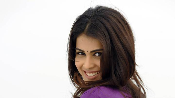 Genelia D'Souza Looking Back In Naa Ishtam