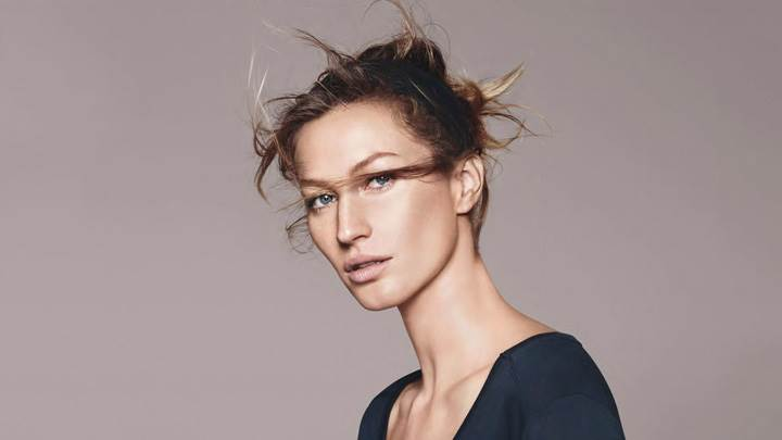 Gisele Bundchen Side Face Pose At Esprit Summer