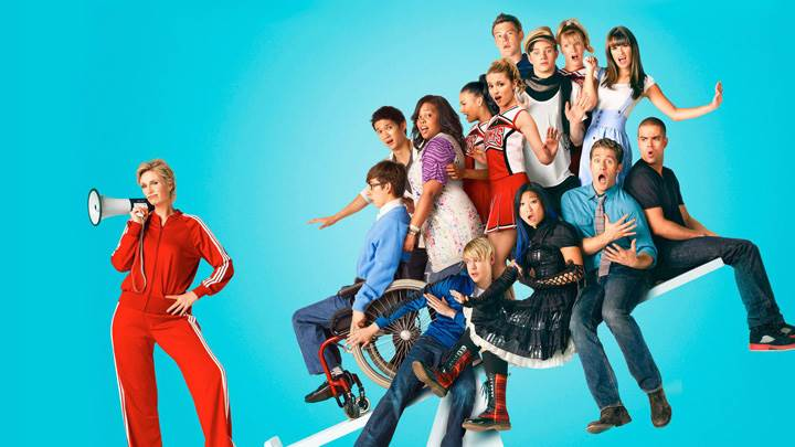 Glee – All Characters Sitting On Balance