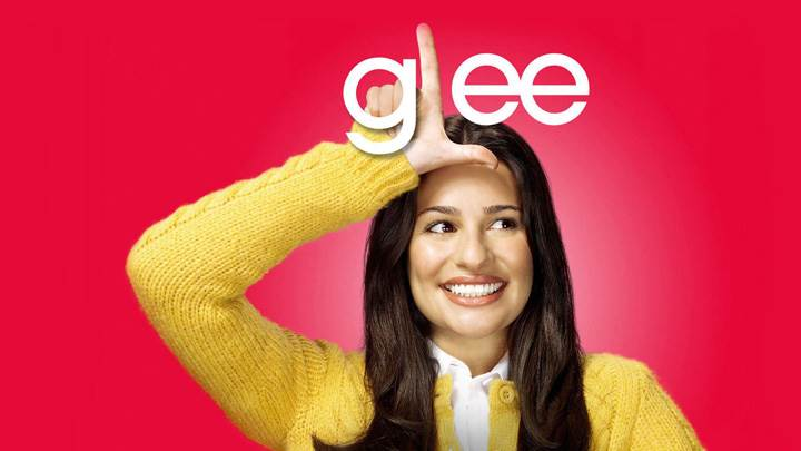 Glee – Lea Michele As Rachel Berry Finger Up