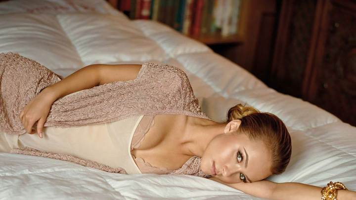 Hayden Panettiere Looking At Camera In Laying Pose