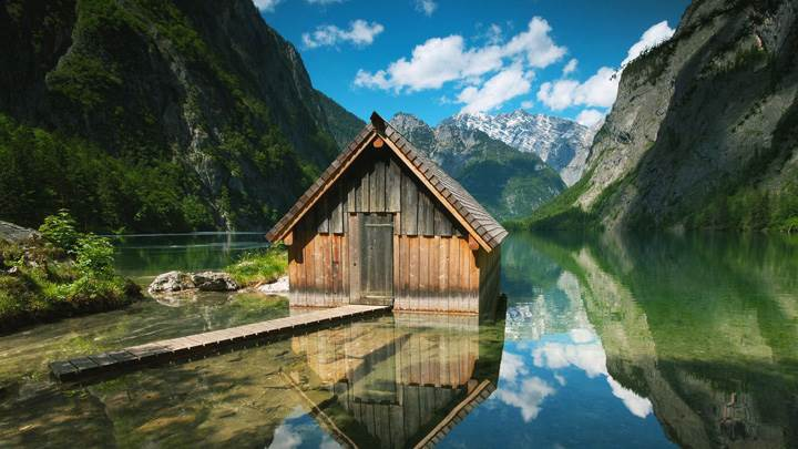 Hut Between The River In German