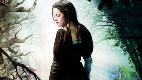 Snow White And The Huntsman – Kristen Stewart Closed Eyes N Side Back Pose