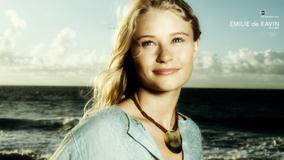 Lost – Emilie de Ravin Smiling Cute Face