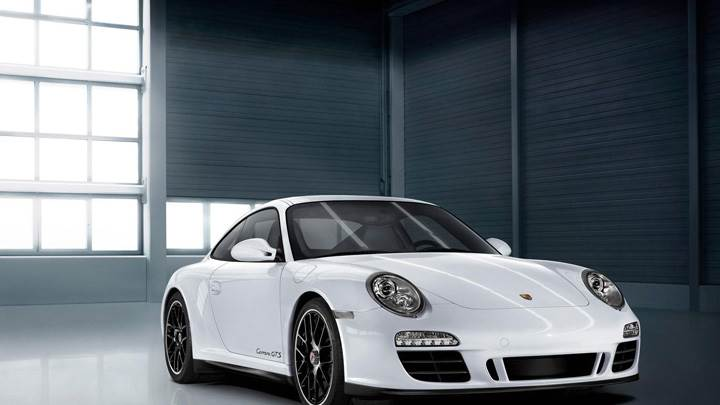 Porsche Carrera GTS In White Front Pose