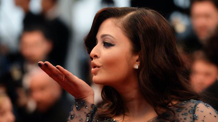 Kissing Pose Of Aishwarya Rai
