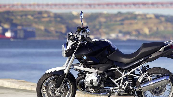 Side Pose Of BMW R 1200 R CLASSIC In Black