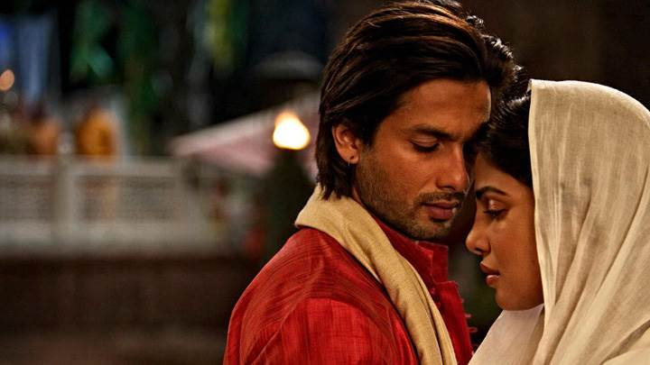Teri Meri Kahaani – Priyanka Chopra And Shahid Kapoor Closed Eyes