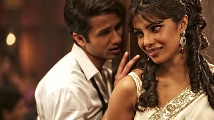 Teri Meri Kahaani – Priyanka Chopra And Shahid Kapoor In White Dress On Shoot