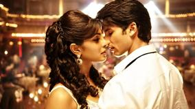 Teri Meri Kahaani – Priyanka Chopra And Shahid Kapoor In White Dress
