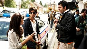 Teri Meri Kahaani – Priyanka Chopra And Shahid Kapoor Talking With Other Person