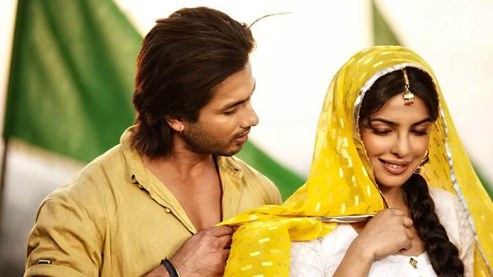 Teri Meri Kahaani – Priyanka Chopra In White And Shahid Kapoor In Yellow Dress
