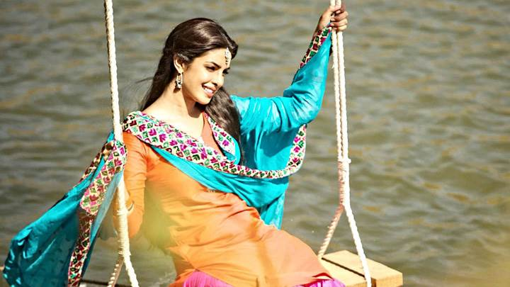 Teri Meri Kahaani – Priyanka Chopra Smiling Playing On The Swing