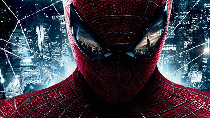 The Amazing Spider-Man – Hanging On Building