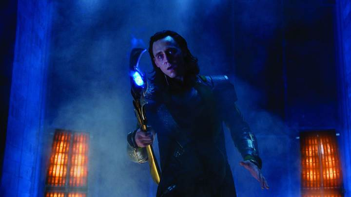 The Avengers – Tom Hiddleston Electric Sword In Hand