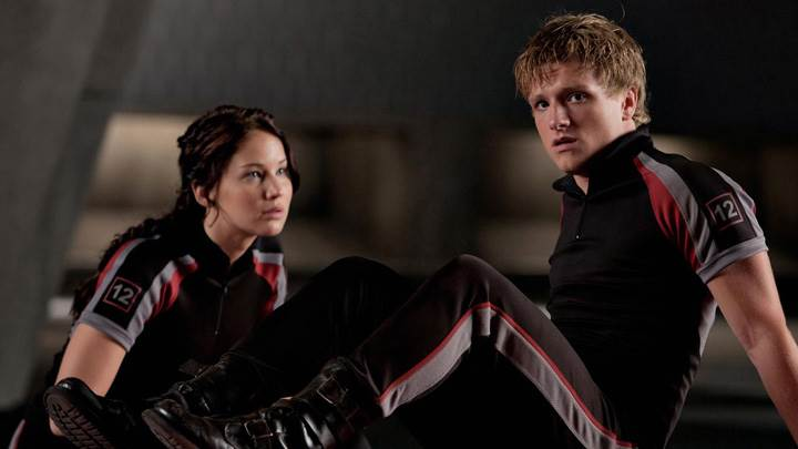 The Hunger Games – Josh Hutcherson and Jennifer Lawrence Sitting